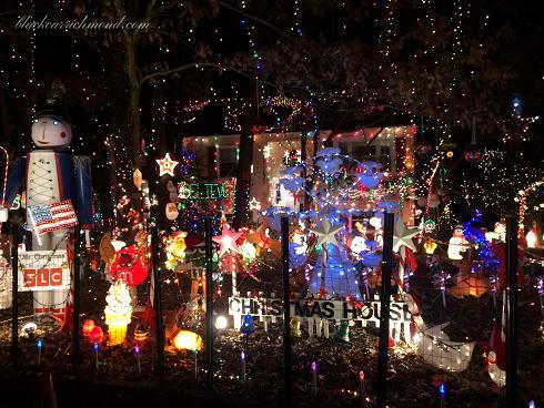 2300wistarchristmashouse3.jpg